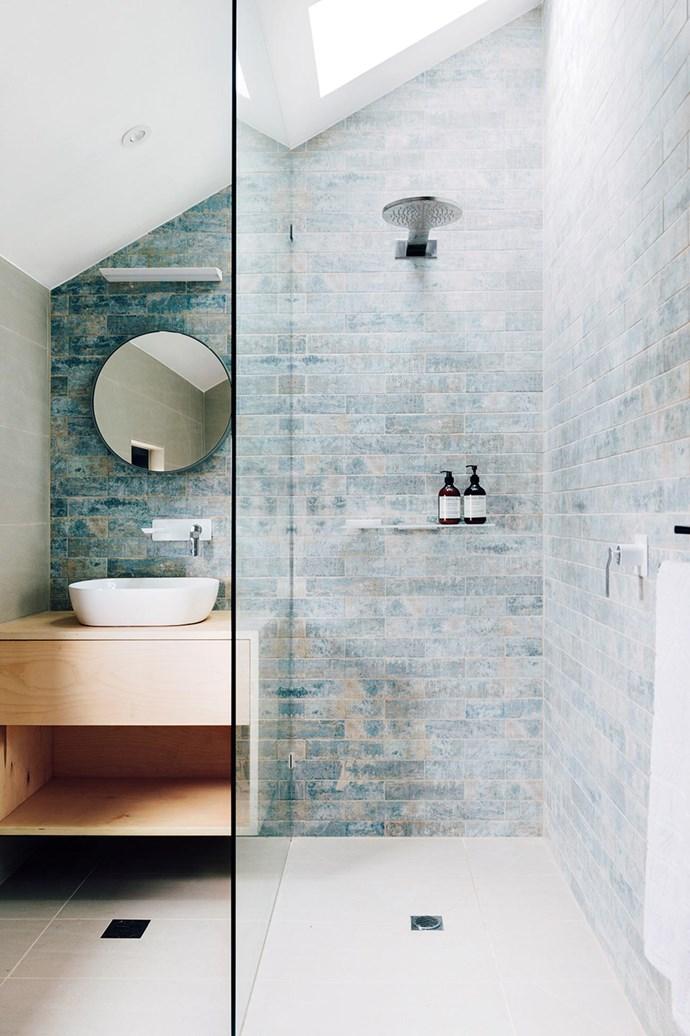 "Textural blue subway tiles create interest in this [coastal style](https://www.homestolove.com.au/10-australian-coastal-style-looks-4780|target=""_blank"") bathroom."