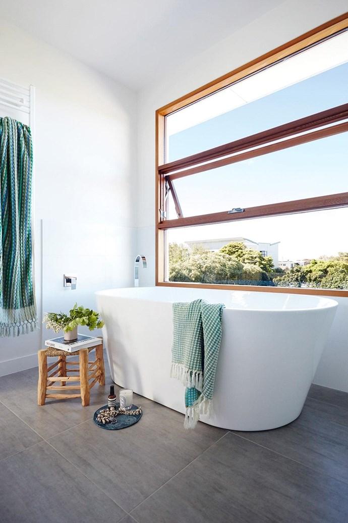 "This [zen-like bathroom](https://www.homestolove.com.au/bathroom-ideas-that-will-transform-your-zen-space-6963|target=""_blank"") enjoys sweeping tree-top views. *Photo: Armelle Habib / Styling: Julia Green*"