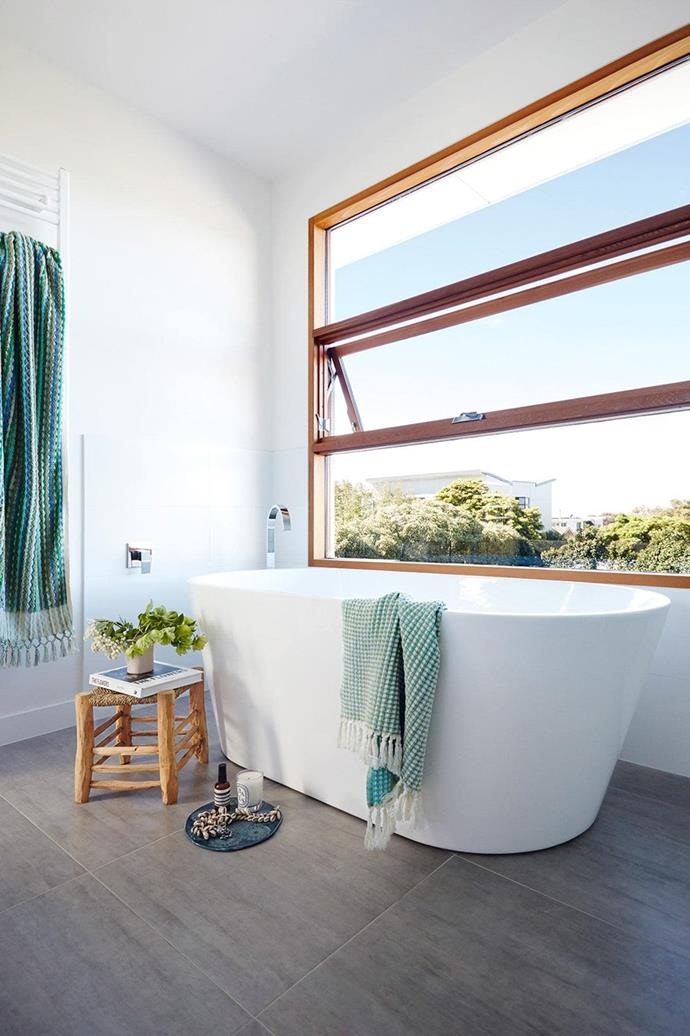 "This [zen-like bathroom](https://www.homestolove.com.au/bathroom-ideas-that-will-transform-your-zen-space-6963|target=""_blank"") enjoys sweeping tree-top views. *Photo: Armelle Habib / Styling: Julia Green*"
