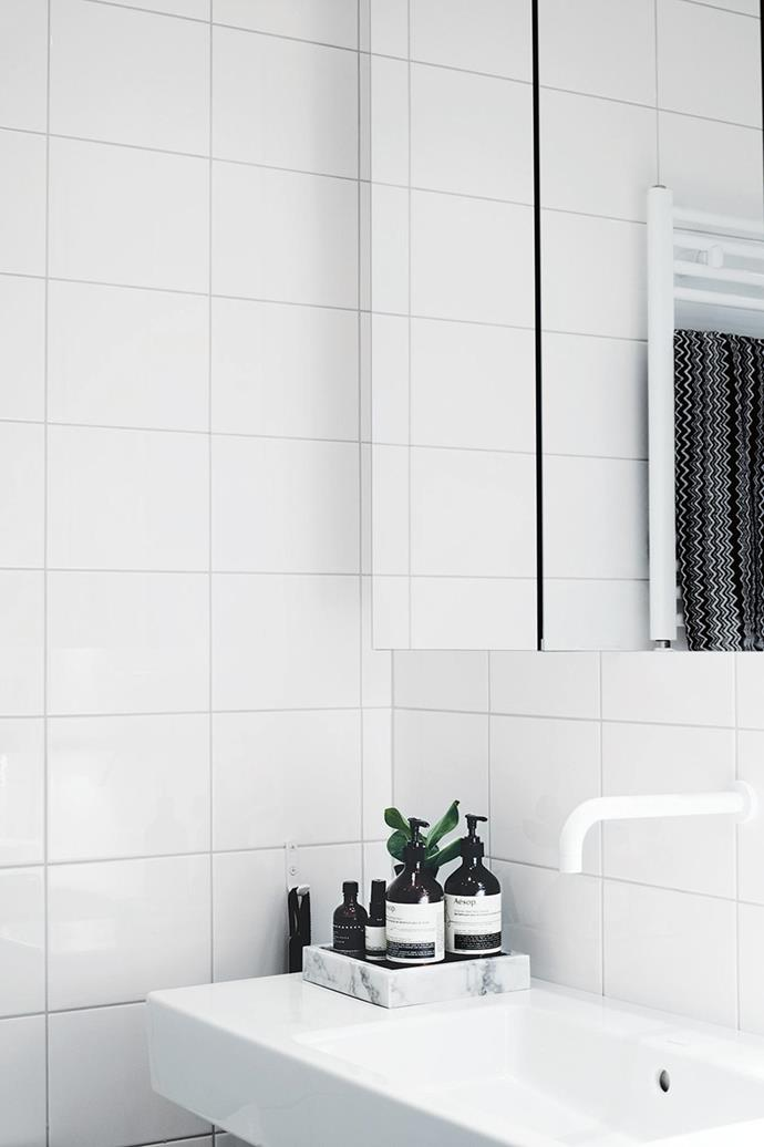 "In this [all-white bathroom](https://www.homestolove.com.au/the-benefits-of-an-all-white-bathroom-14598|target=""_blank""), even the towel rail and tapware is white!"