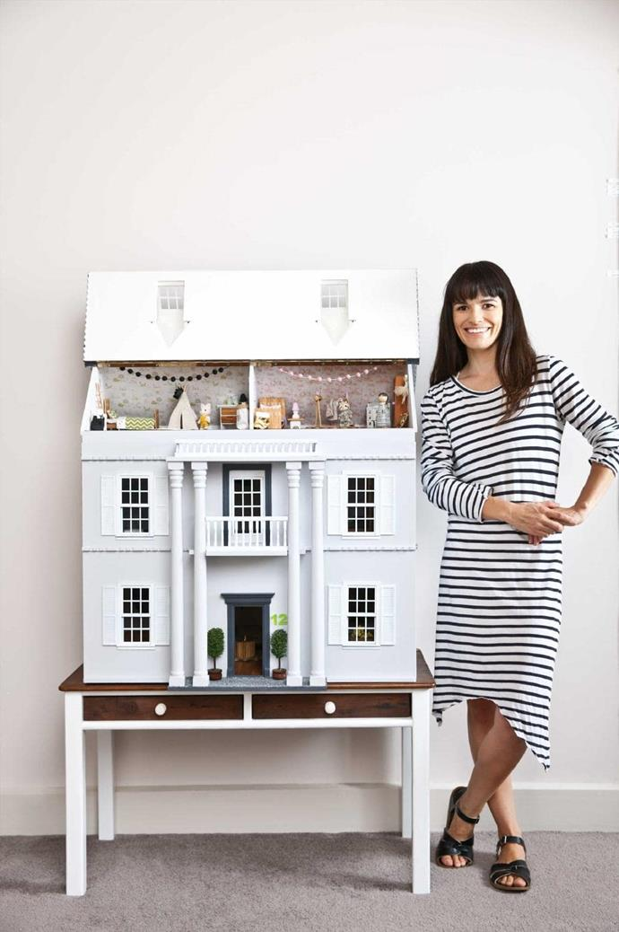 The dollhouse is 80cm high by 80cm long by 40cm deep and takes two people it carry it.