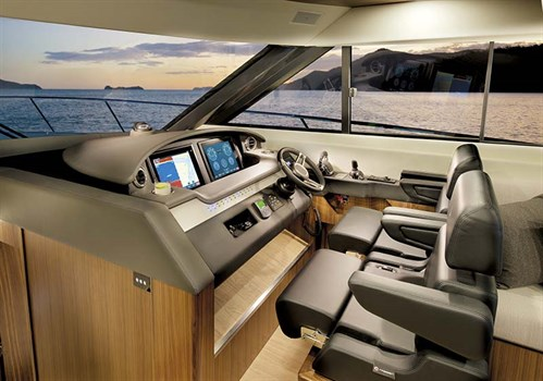 Riviera 6000SYhelm controls