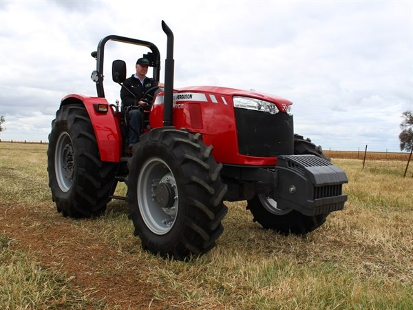 MF Global Series 4708 Tractor 0534
