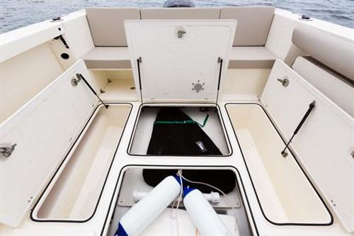Arvor 605 Sportsfish deck layout