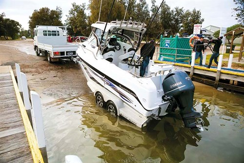 Launching Haines Hunter 675 Offshore