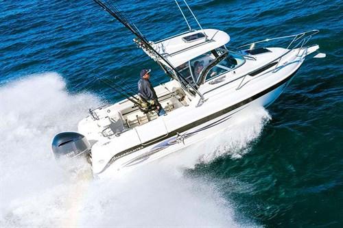 Haines Hunter 675 on ocean