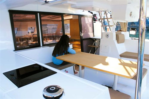 Fountaine Pajot Helia 44 deck