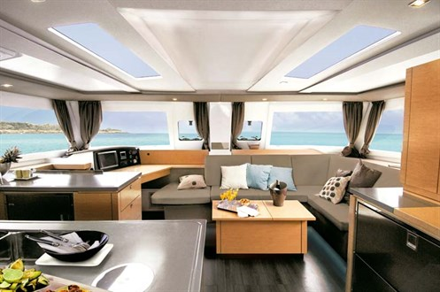 Fountaine Pajot Helia 44 dining area
