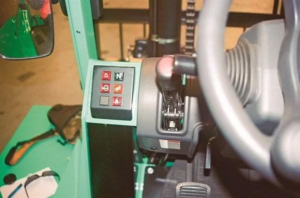 Mitsubishi _Grendia _FD70N_Forklift _servicing Access