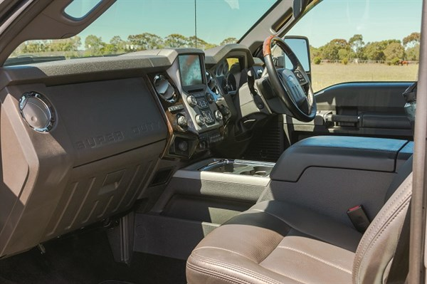 6242_2014 Ford F-350 Super Duty _interior