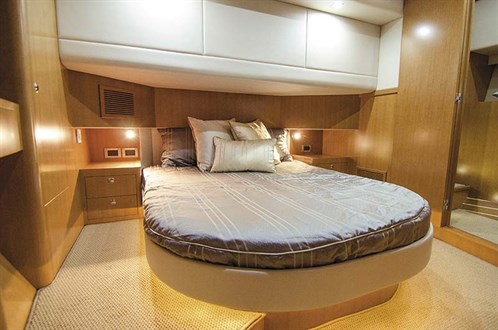 Stateroom in Fairway 43 Flybridge