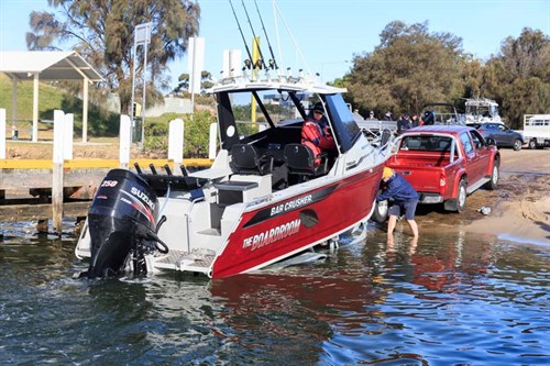 Bar Crusher 730 HT on boat ramp