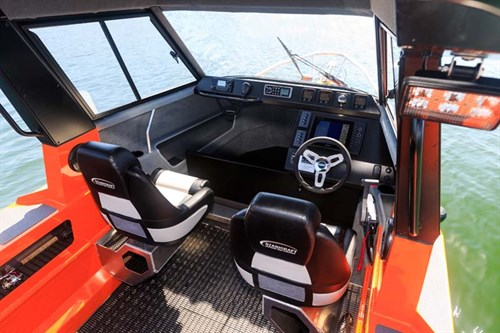 Stabicraft 2050 Supercab cockpit