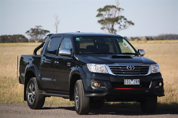 Toyota Hilux _Black Edition 2014_3