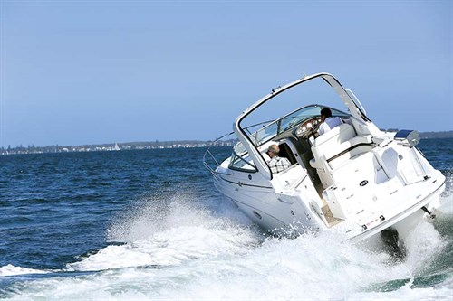 Rinker 260 EC on the water