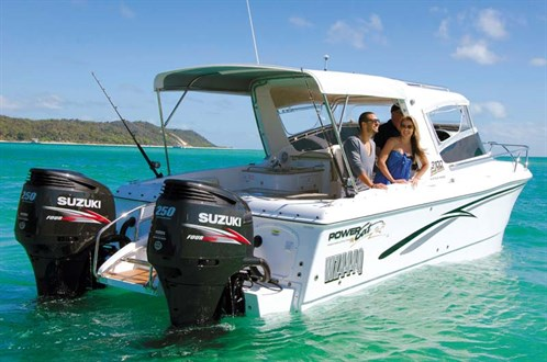 Powercat 3100 with twin Suzuki outboards