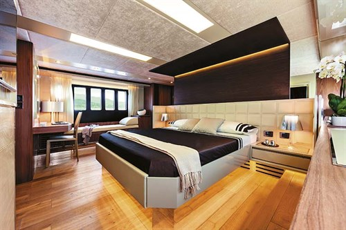 Master stateroom on Absolute 72 Fly