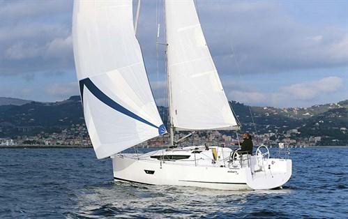 Elan E3 sailing