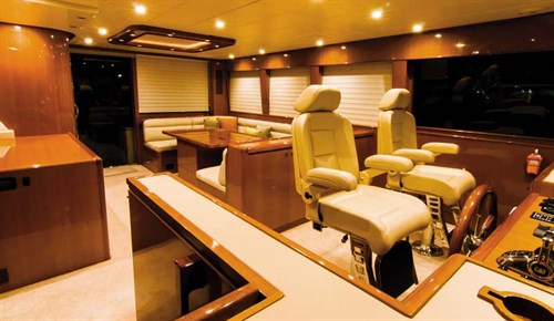 Hampton Endurance 720 Skylounge saloon