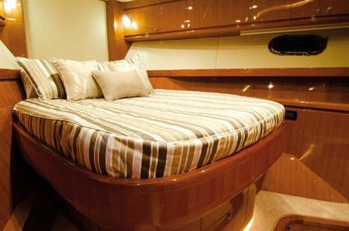 Hampton Endurance 720 Skylounge cabins