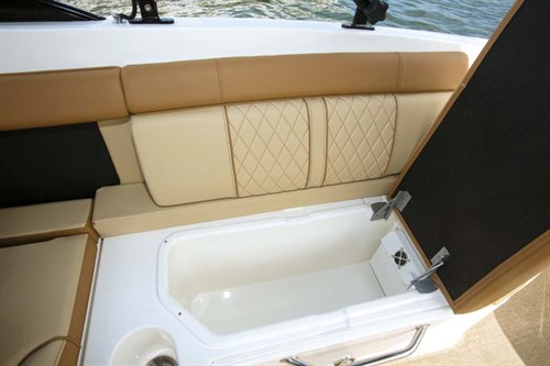 Sea Ray 270 Sundeck inboard storage
