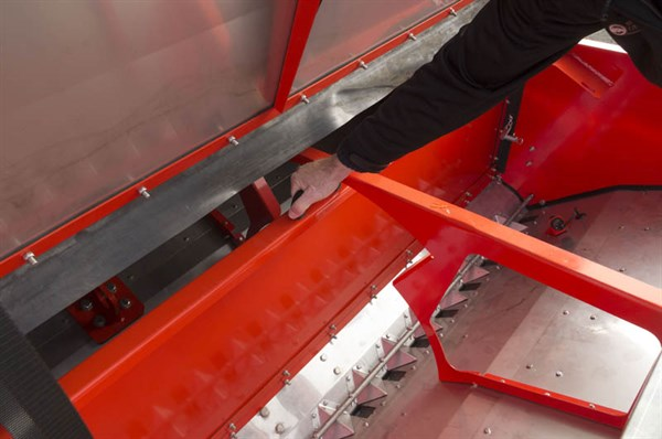 Kuhn SDE 3000 Seed Drill -bin Partition _4388