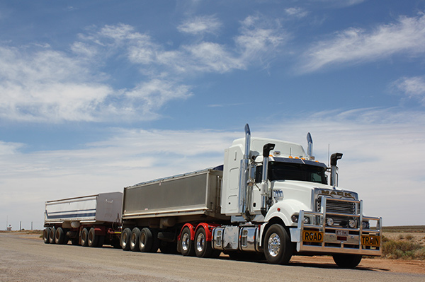 Mack Titan 6x4 and Superliner 6x4 MP10 road train | Review