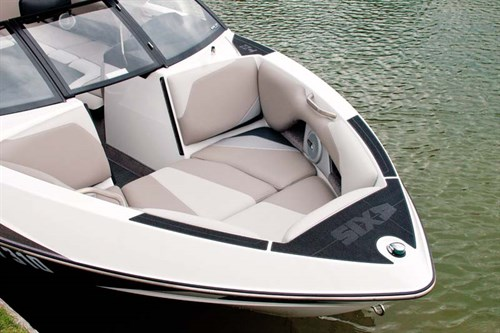 Traditional bow on Axis Wake T22