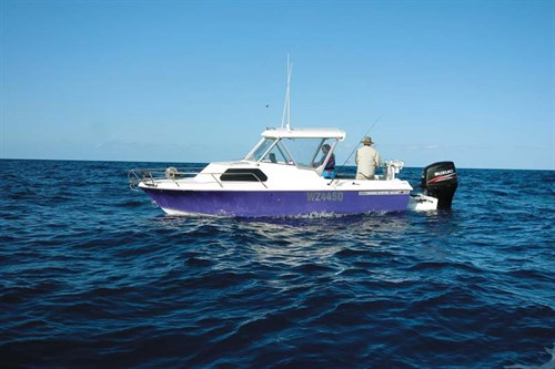 1974 Haines Hunter 213C on the water