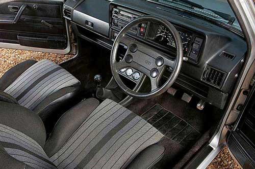 Volkswagen -Golf _I_GTI_1976_1c -500