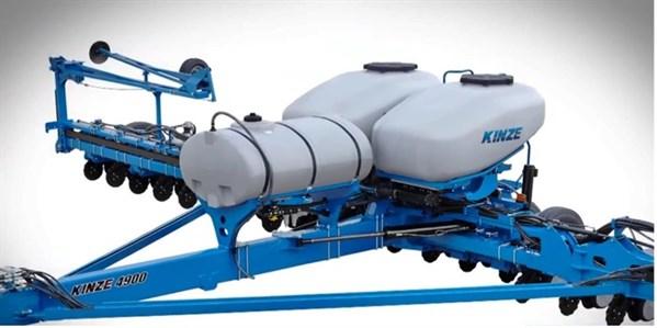 Kinze 4900 Multi Hybrid planter
