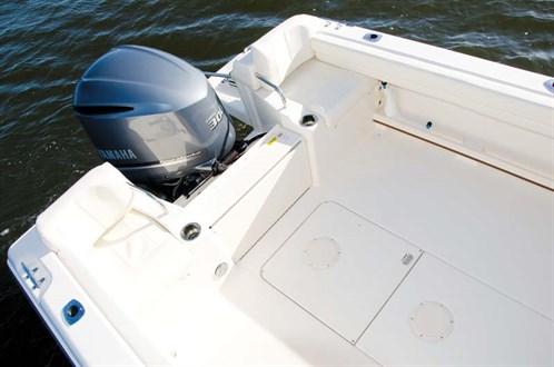 Grady-White Seafarer 226 cockpit