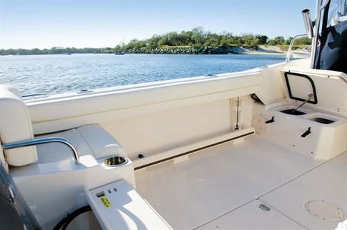 Grady-White Seafarer 226 deck