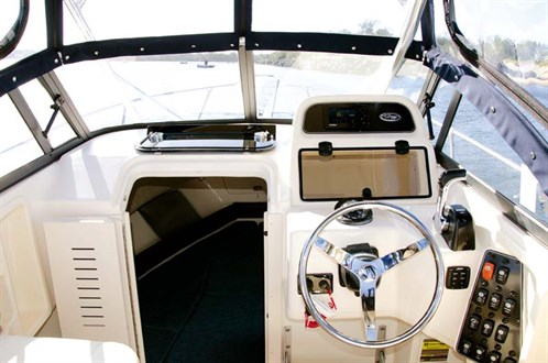 GradyWhite 226 cockpit