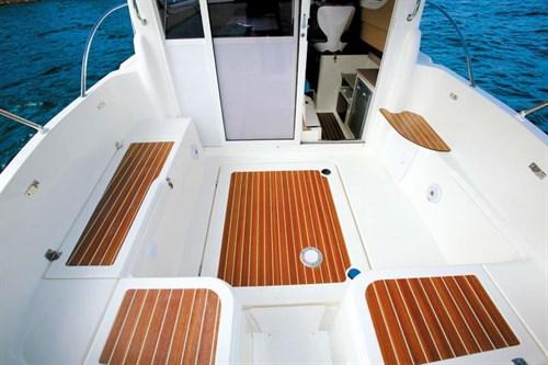 Arvor Weekender 700 deck layout