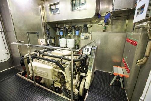 Cummins QSL-9 turbo-diesel marine engines