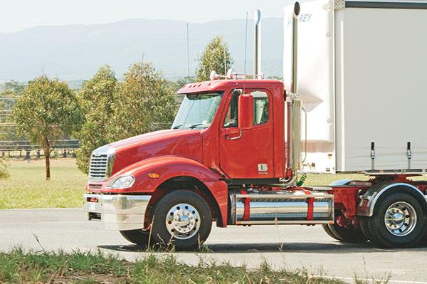 Freightliner -Columbia ,-Caterpillar -C15,-truck ,-review ,-ATN6