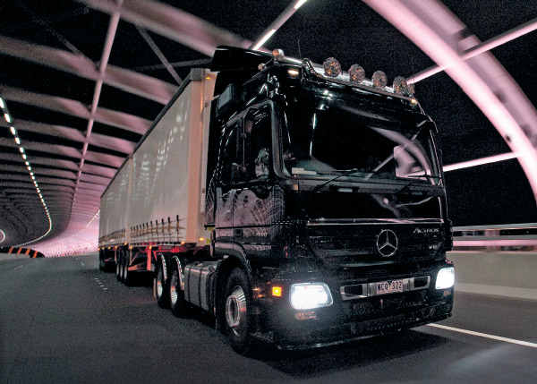 Mercedes -Benz -Actros -600-truck -review ,-ATN3