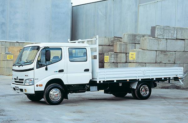 Hino -300,-916,-truck ,-review ,-ATN5