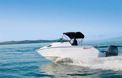 Lazercraft 580 Sport GT on the water