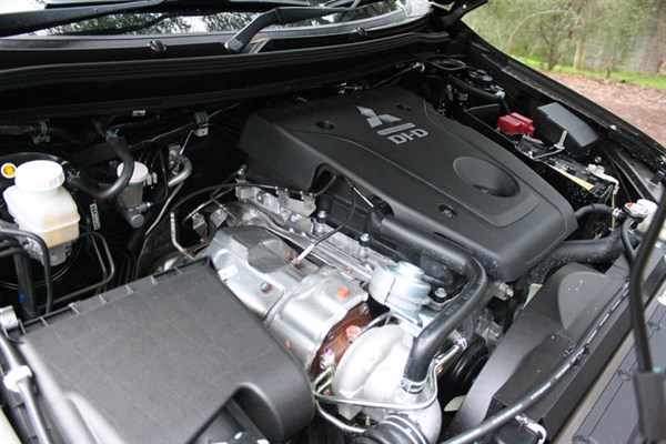 Mitsubishi Triton GLS Double Cab _engine _4