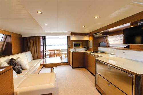 Fountaine Pajot Cumberland 47LR interior