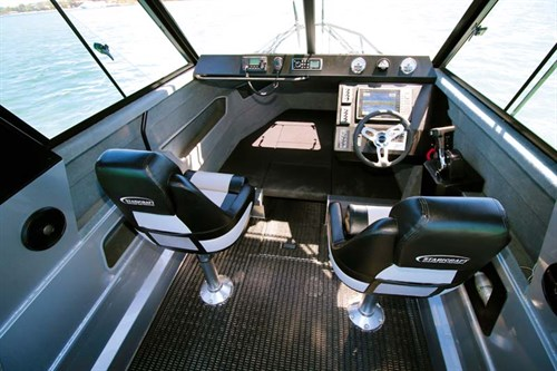 Stabicraft 2400 Supercab cockpit