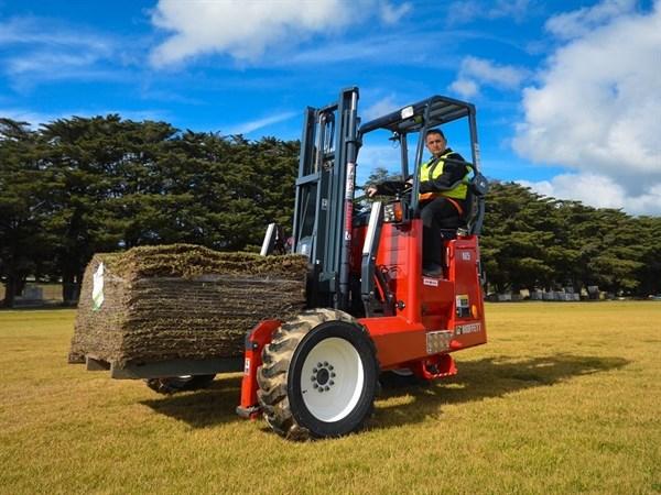 Moffett M5 All -terrain Forklift