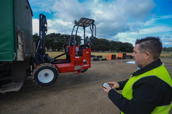 Moffett M5 Forklift -truck Mounting Demo