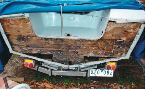 Rotten transom on Caribbean project boat