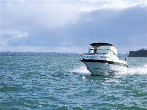 Haines Hunter 545 SF on the water