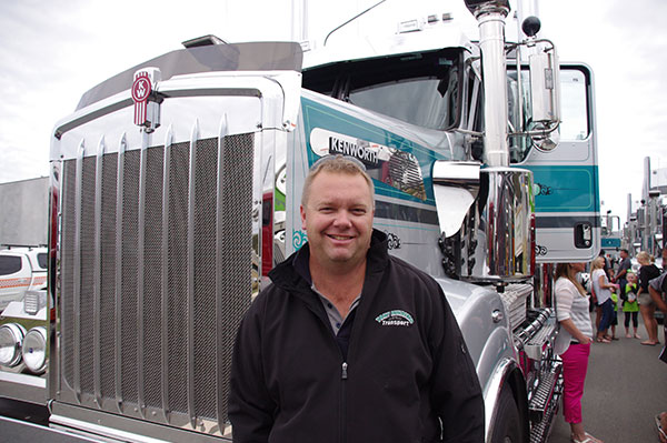 Canberra -Convoy ,-Cancer -Families ,-2015,-event ,-Trade Trucks 27