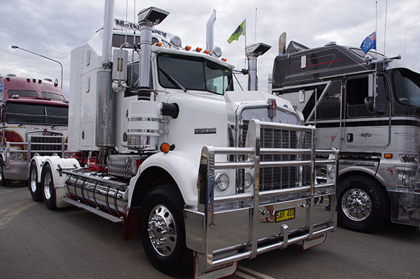 Canberra -Convoy ,-Cancer -Families ,-2015,-event ,-Trade Trucks 32