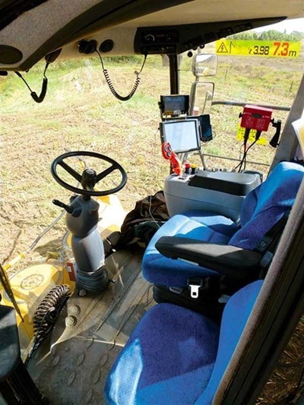 New Holland FR600 Harvester _cab_